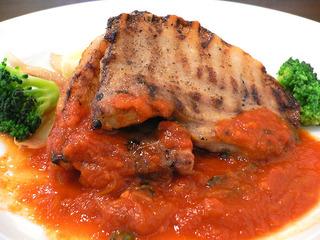 豚バラ肉のグリエ バジルのきいた軽いトマトソース