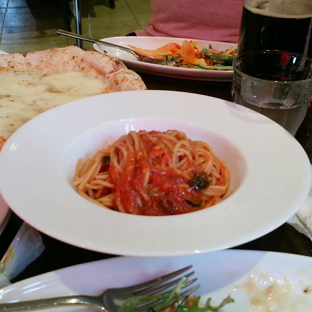 ベーコンとオニオンのトマトソース・アマトリチャーナ風 ショートパスタ
