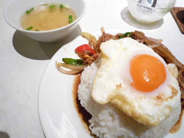 鶏挽肉のバジル炒めご飯