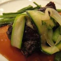和牛頬肉のエストゥーファッド 庭園風の野菜を添えて