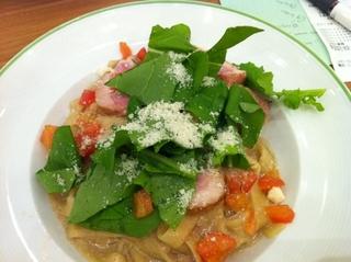 紅茶鴨のポルチーニクリームスパゲッティ