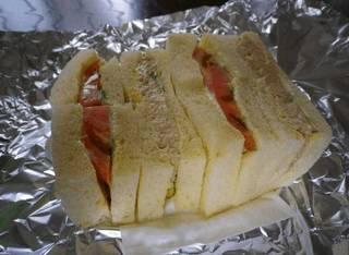 サンドイッチ(ツナ&トマト)