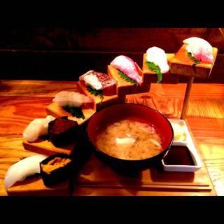魚男階段寿司 あら汁付き