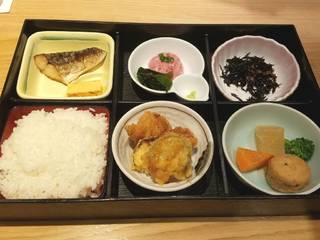 日替り御膳(小鉢・サラダ・新香・味噌汁)