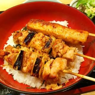 焼鳥丼(小鉢・サラダ・・味噌汁)