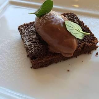 チョコレートケーキとムース