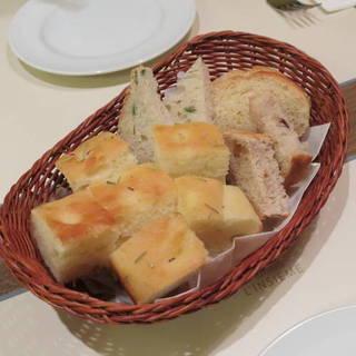 前菜のパン