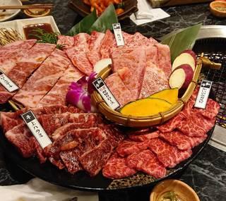 宴会×飲み会 大人気炙り寿司に特選肉盛りも楽しめる贅沢コース 飲み放題付き 7,300円コース