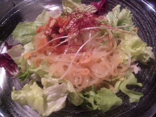 冷麺と温泉卵のサラダ