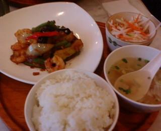 プリップリ海老と長豆サンバルいため定食