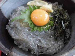 生シラス丼
