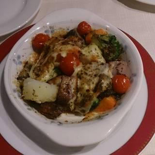 色々野菜のチーズ焼き アンチョビバター