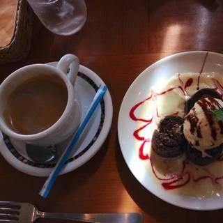 チョコロールケーキとバニラアイス