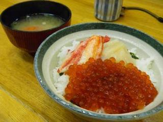 カニ・いくら・ホタテ丼