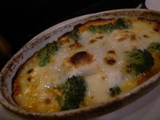 目玉焼きとモッツァレラチーズのオーブン焼き