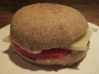 マンチェゴ(羊のチーズ)&トマトサンド