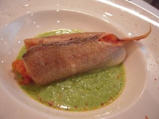 小鯛で包んだパプリカのリゾットと緑のガスパチョ