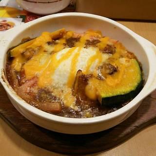 柔らかポークと温泉玉子の焼カレー