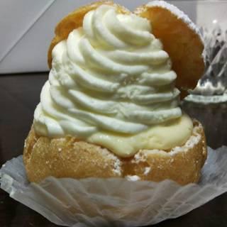 フレッシュクリームシュー
