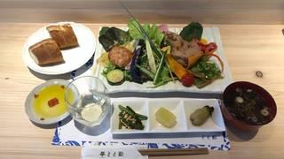 休日ランチ:24種類のこだわり野菜と2種類のお肉料理