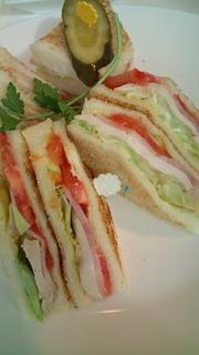 鶏肉とハムのサンドイッチ