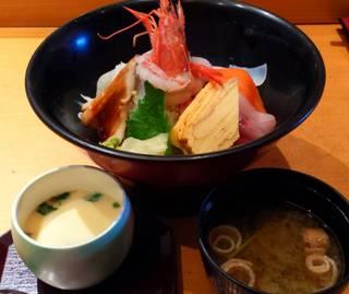 寿司ねたいろいろ海鮮丼