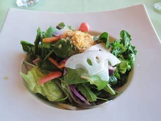 ブランチの朝摘み野菜のサラダ