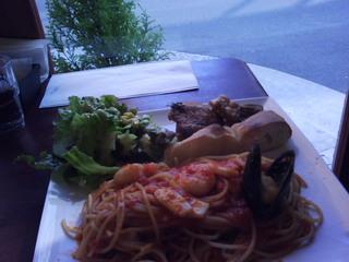 魚介類とミートソースパスタ