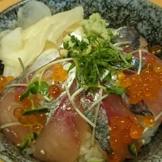 産直鮮魚の漬け丼