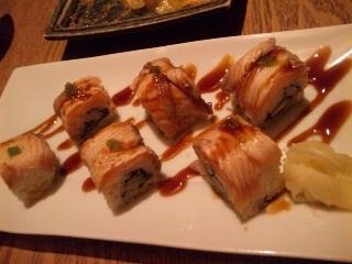 炙りサーモンとアボカドのロール寿司穴子のロール寿司