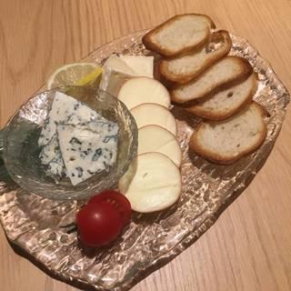 厳選したチーズの盛り合わせ