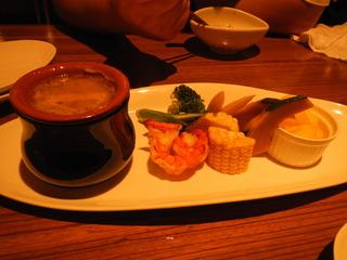 季節野菜と海老の蒸し焼き