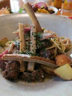 牛肉と根菜のラグーススパゲッティ