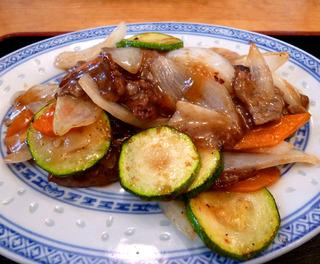 神戸牛とズッキーニ・玉ネギの炒め物