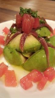 アボガドとアンチョビとトマトのサラダ