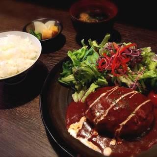 伊都のポークハンバーグ定食