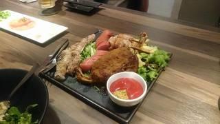 楽蔵の肉炙り盛りプレート