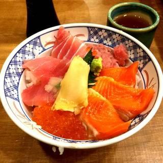 鮪とサーモンの4色丼