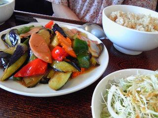 茄子と野菜の油炒め