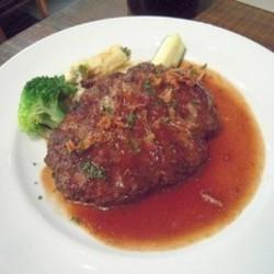 お肉の味たっぷりのハンバーグステーキ