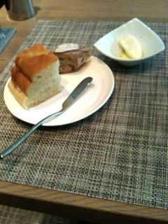 自家製シトラスハニーホイップバターとフォカッチャ