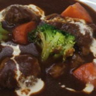 牛肉のデミグラスソース煮込み定食