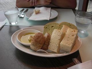 自家製パンの盛り合わせ