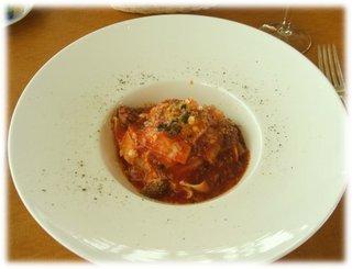 柔らかく煮込んだ和牛すじ肉のアラビアータ風 トマトソース