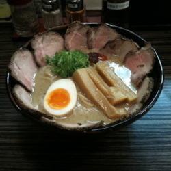 塩とんチャーシュー麺