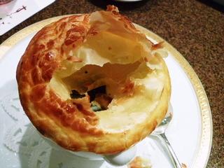 トリュフと冬野菜のスープ パイ包み焼き