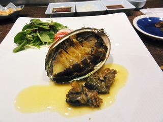 鮑のステーキとオマール海老のサラダ仕立て