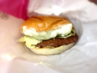 三種のきのこのカマンベールチーズバーガー