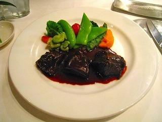 和牛ほっぺた肉の赤ワイン煮込み 人参のムースを添えて
