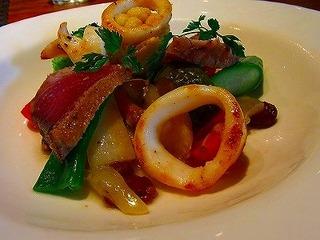 メジマグロの瞬間燻製と季節野菜のエチュペ
